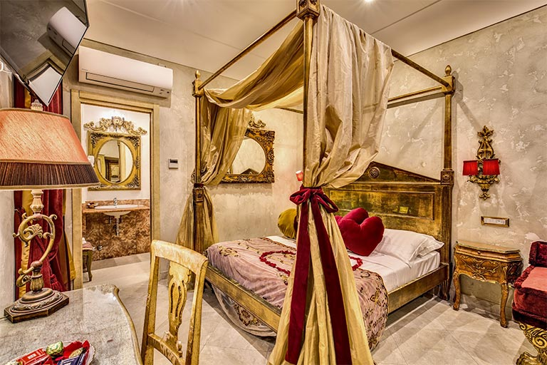 themed rooms in rome