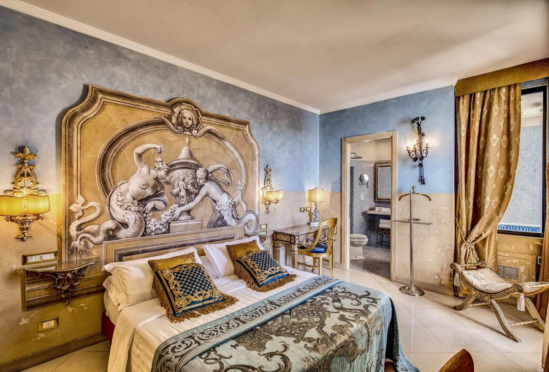 Hotel with panoramic rooms and views of Rome