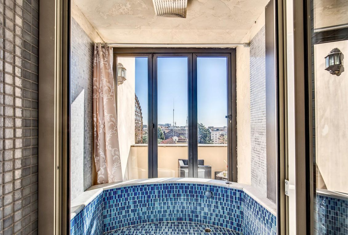 Hotel in the center of Rome offers rooms with city view