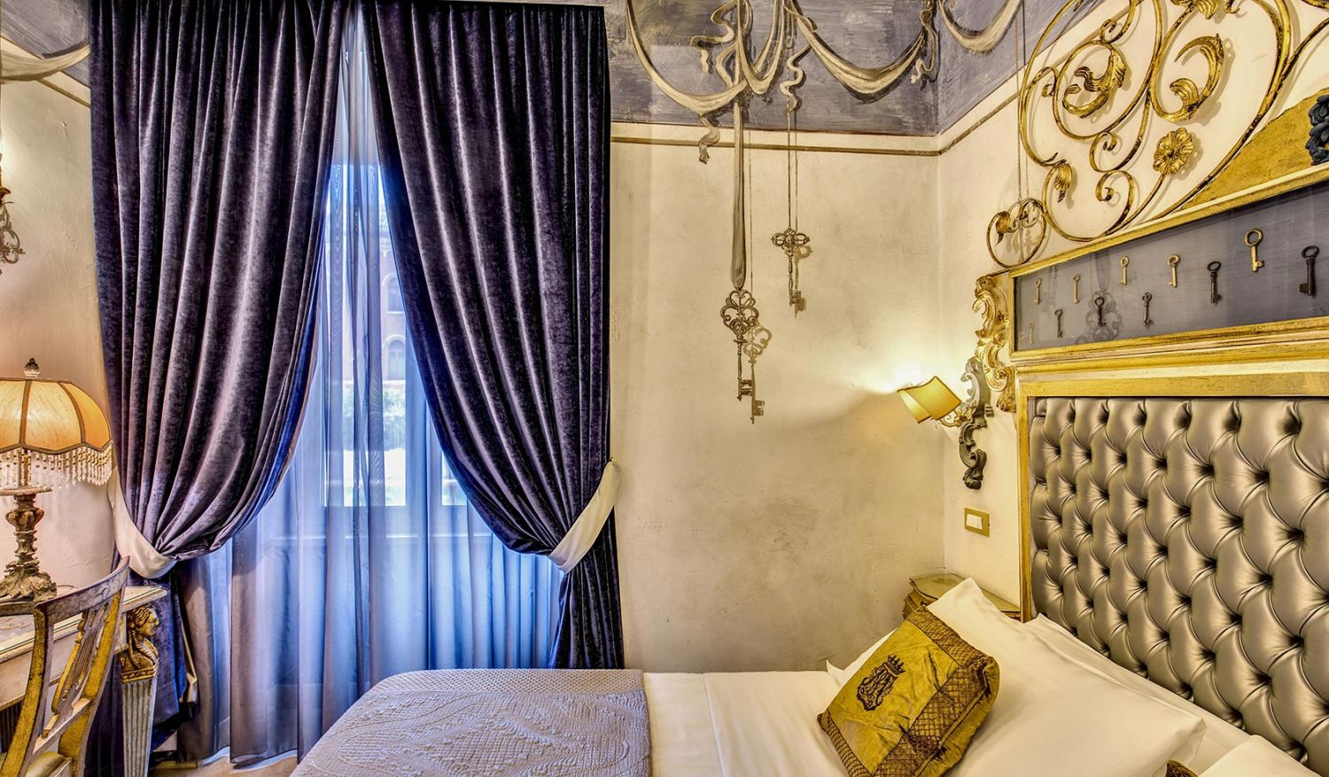 Luxury room near the center of Rome