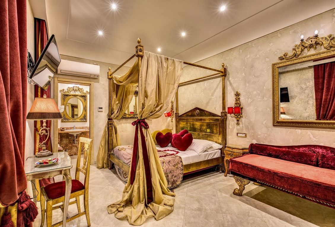 Elegant suites for romantic holidays in Rome
