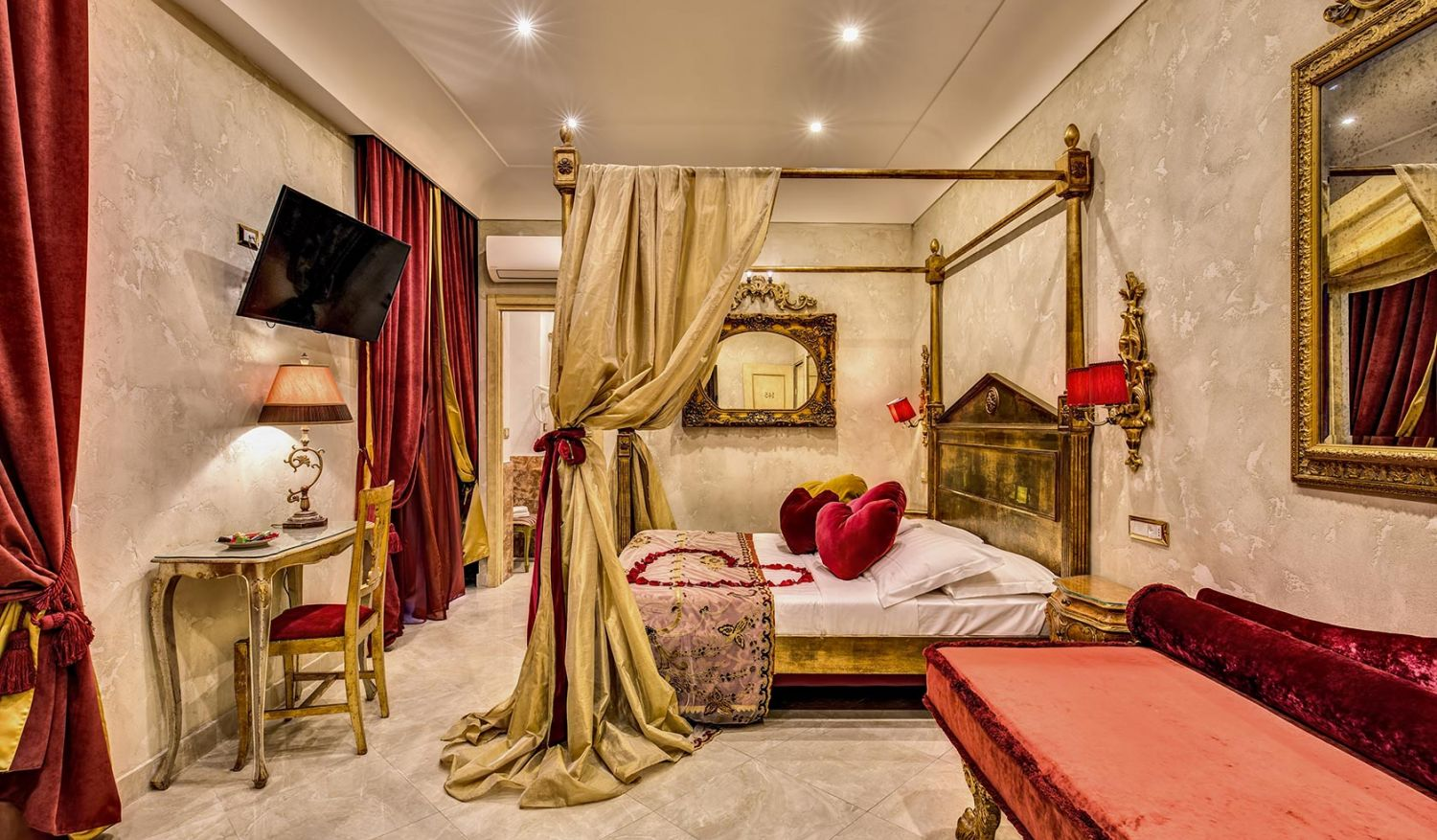 Ideal hearts room for a romantic getaway in Rome