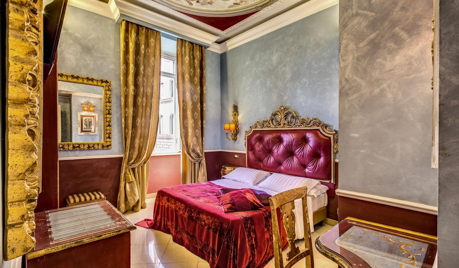 Elegant rooms in the center of Rome