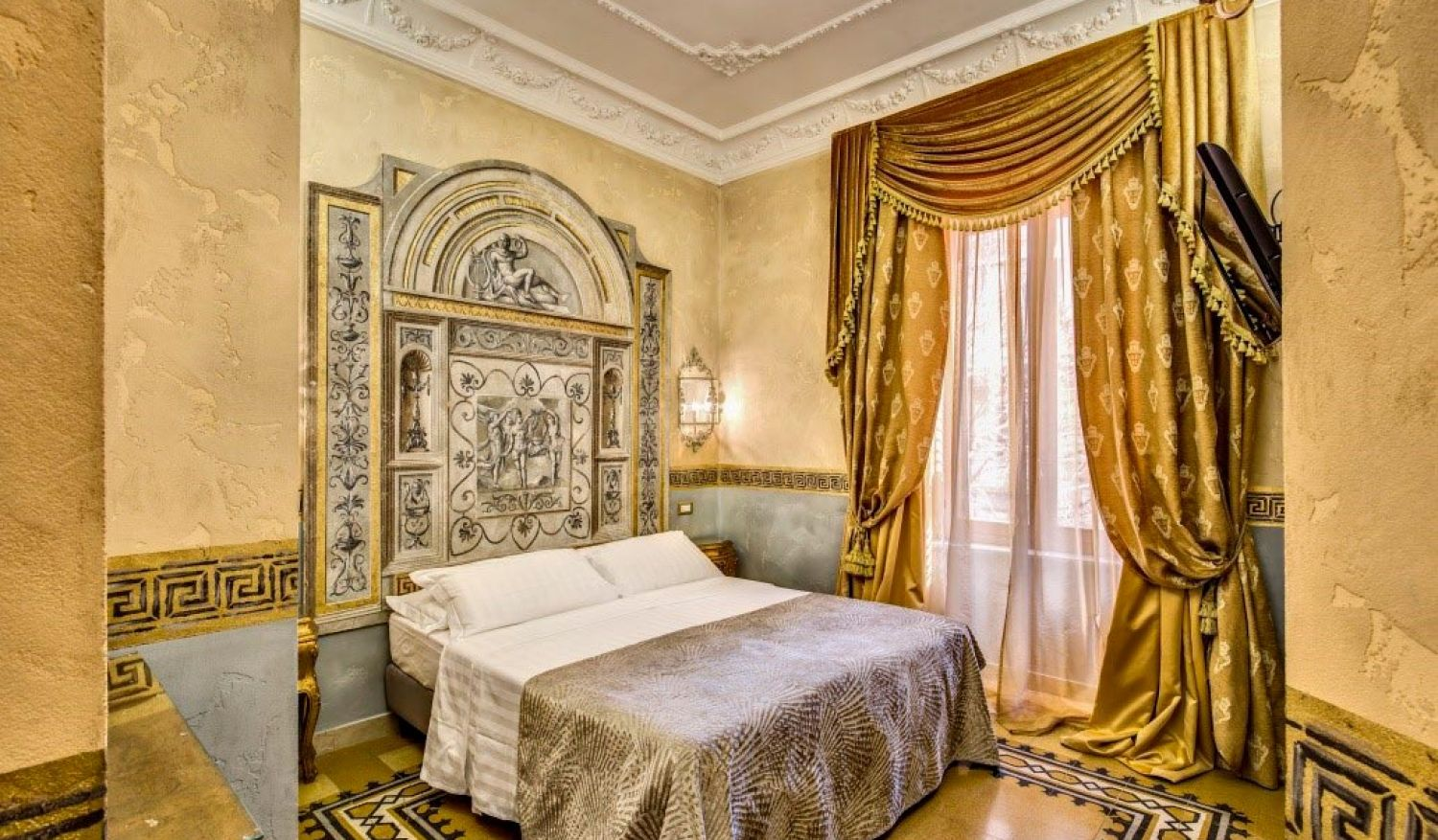 The cozy rooms of our hotel in central Rome