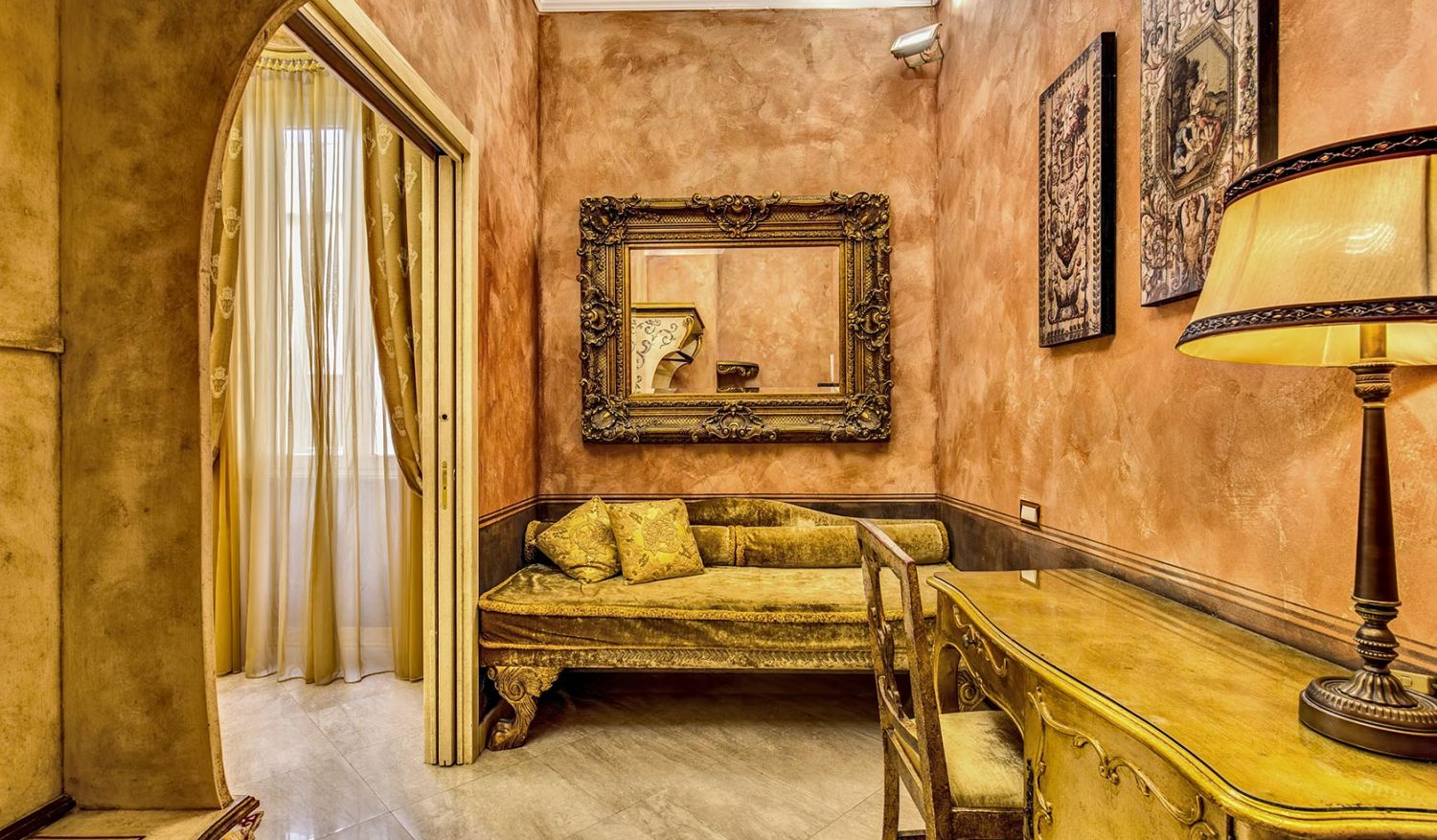 Double rooms for single use in the center of Rome