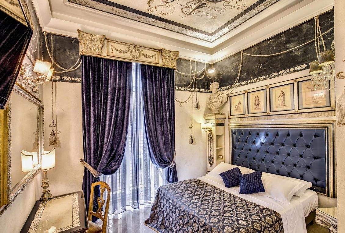 Elegant luxury hotel in the center of Rome