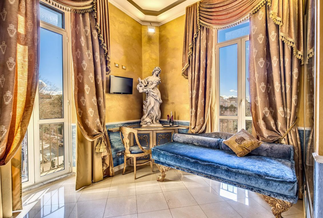 Elegant suite for luxury stays in Rome