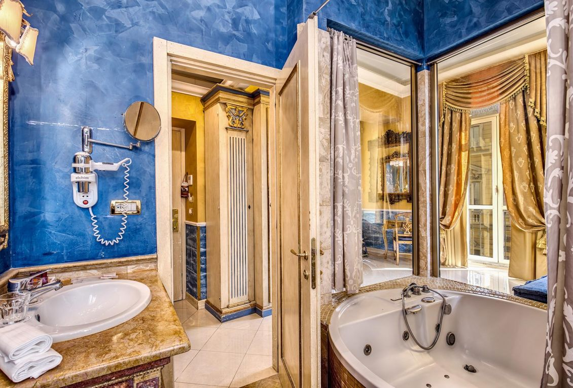 Luxury rooms for 4-star stays in Rome