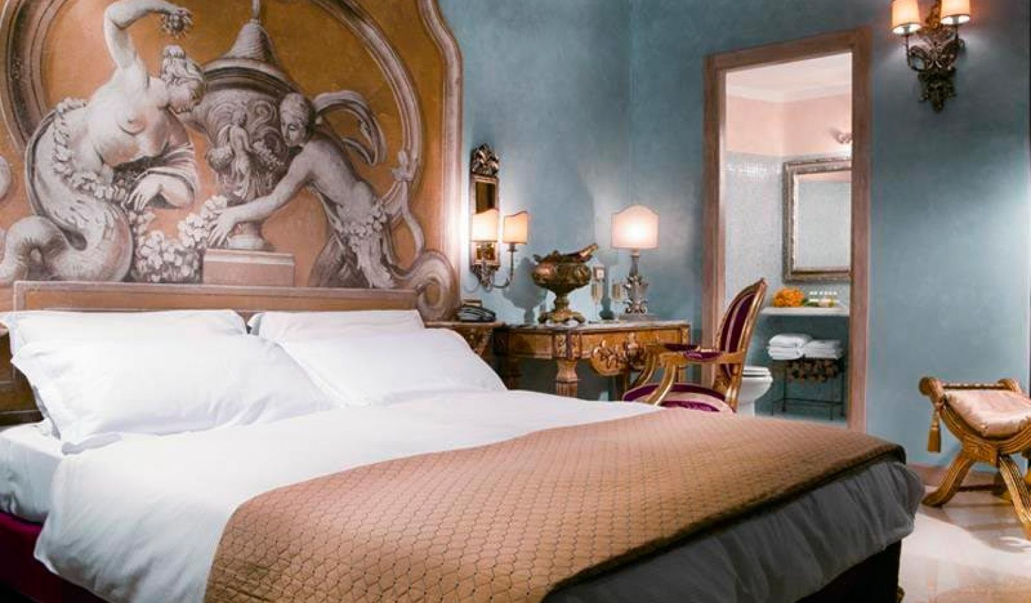 Elegant luxury suites in the center of Rome