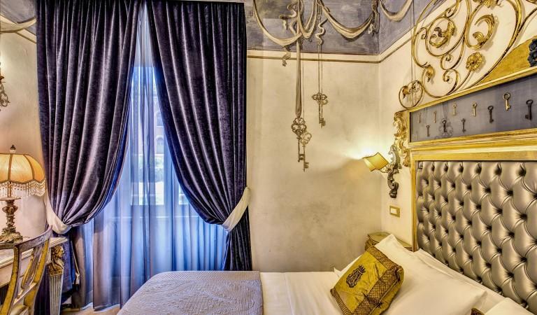 Rome luxury room
